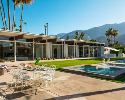Historic Villa with Famous Pink Door and Mountain Views - Palm Springs