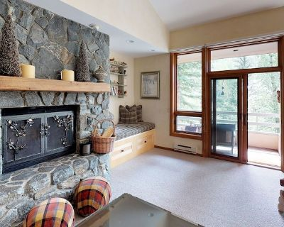 Luxury 3 bedroom condo, minutes from lift - Cascade Village