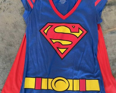 Halloween Super Girl T-shirt with Cape Size Large