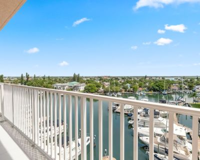 Brand New 2 Bedroom Top Floor With a View - Madeira Beach