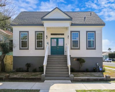 SeaStar BRM: Recently Updated, Charming In Town Home - Galveston