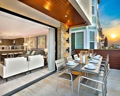 Luxury Compound, Sleeps 18, 2 Jacuzzi's, Rooftop Deck + Ocean Views! - West Newport