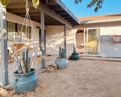 Luxury 2BDR private home in the heart of JT - with hot tub and fire-pit - Joshua Tree