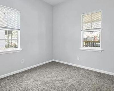 Private room with shared bathroom - Kansas City , KS 66105