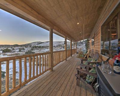 Peaceful Cabin w/ Panoramic Mtn Views & Hot Tub! - Del Norte
