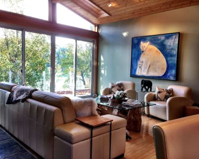 Victoria Lakefront House very Isolated with HOT TUB Pet Friendly close to city - Langford