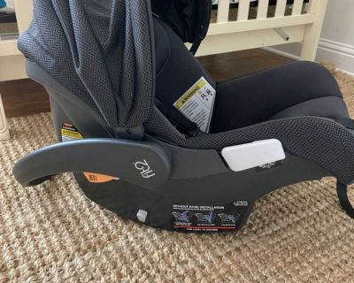 Chicco Fit2 Infant/Toddler Car seat w/two bases and stroller