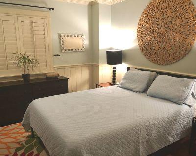 1 Mi to Beach, Lrg Furnished Room + BONUS Den