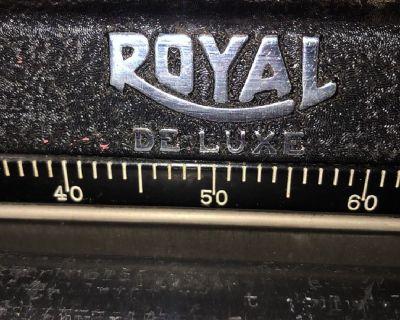 Vintage mint condition portable ROYAL typewriter