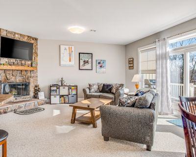 Charming home w/ a full kitchen, grassy yard, & views - a mile from skiing - Camelback Mountain Resort