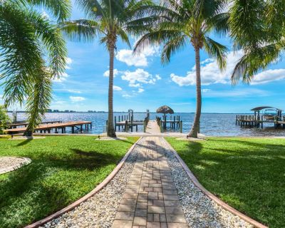 *** NEW *** Tropical Wide Open Waterfront views w/ Direct Gulf access - Yacht Club