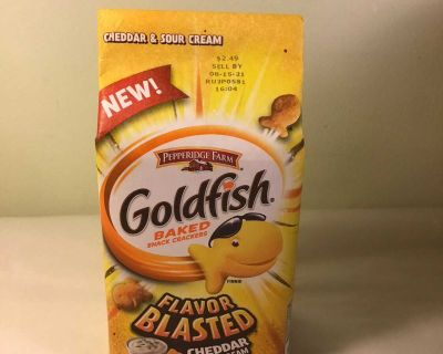 New Pepperidge farm flavor blasted cheddar and sour cream goldfish, expiration August 2021