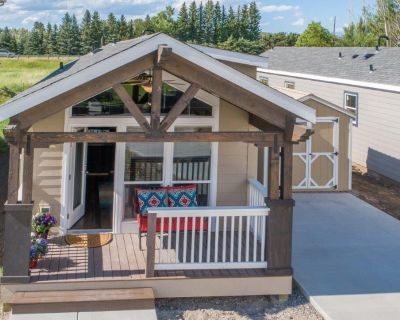 1 of 2 cozy, new, fully stocked cottages for basecamp for YNP vacations - Livingston