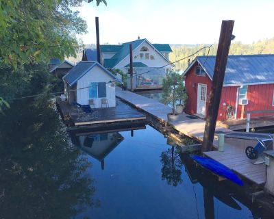 Tiny Floating Vacation Home called the Minnow, Swim, Boat or Fish off Deck - Canemah