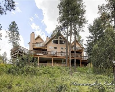 Wild Horse Lodge: 'Amazing interior and room for all!' With hot tub. - Alto