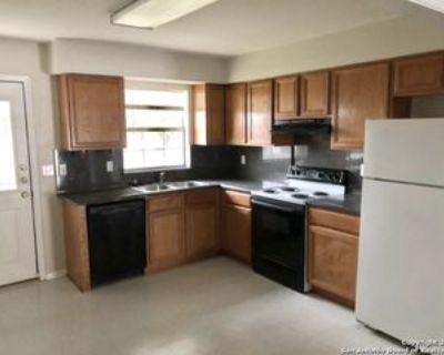 130 S Mansfield St #A, Pleasanton, TX 78064 2 Bedroom Apartment