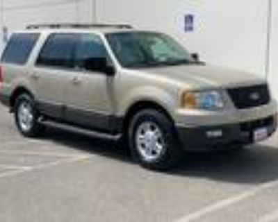 2005 Ford Expedition XLT 4D Utility 4WD Gold,