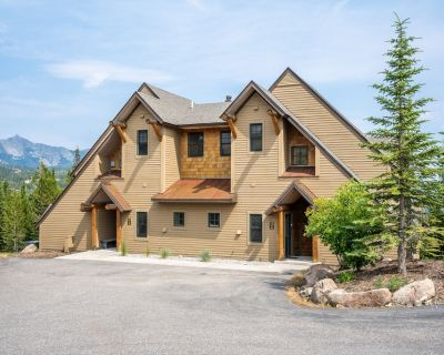 Ski-in/ski-out townhouse w/ a private hot tub, free WiFi, and gas fireplace - Saddle Ridge