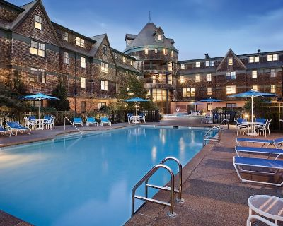 Luxury Suite at oceanfront resort, Downtown Newport, swimming pool, activities - The Point