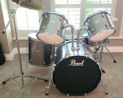 Pearl Forum Standard 5-Piece Drum Set