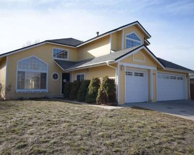 LARGE ROOMY FIVE BEDROOM HOME NEAR CASINO'S AND THE SPARKS MARINA - Sparks