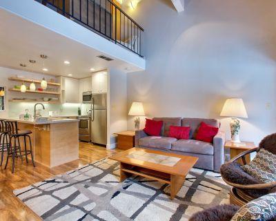 Woodsy Suite: 1 BR, 1.5 BA Townhouse in Carnelian Bay, Sleeps 4 - Carnelian Woods