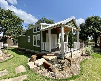 #6 Grande II - 1 Bedroom Cottage - Fredericksburg