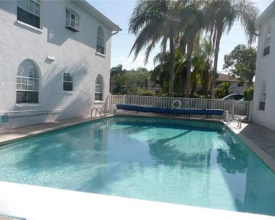 Beautiful open sunny Condo on waterfront dock with Gulf access in Cape Coral Fl - Caloosahatchee