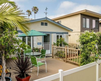Relaxing beach cottage w/fenced-in patio & BBQ set. Just blocks from boardwalk! - Mission Beach