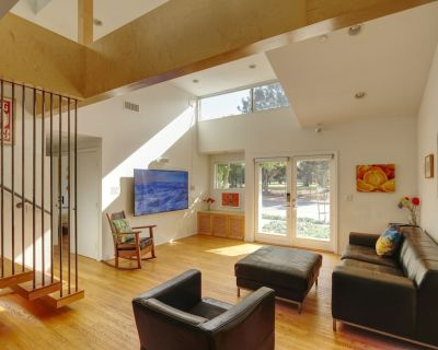 Stunning Architectural Home by Golf Course - Sunset Park