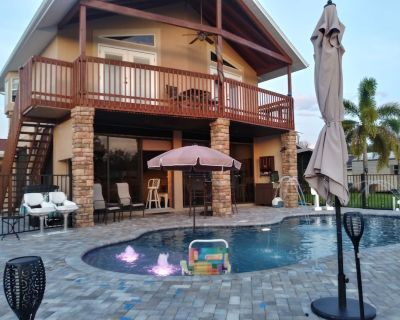 Couples Retreat upstairs suite off the Caloosahtchee River with private pool - Fort Myers Shores
