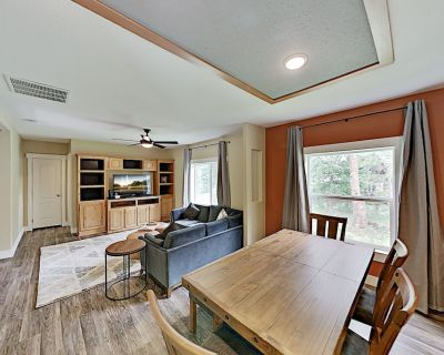 Totally Remodeled Blue River Retreat: Pool Table, Big Deck & Private Hot Tub - Blue River