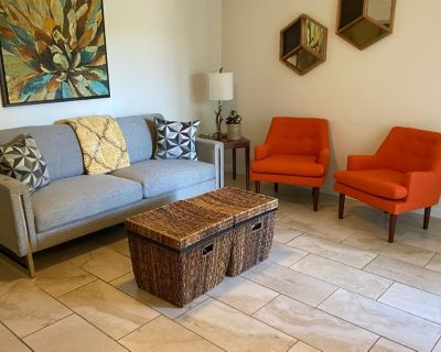 Biltmore Fully Updated 2 Bed 2 Bath Condo - Deep Well Ranch