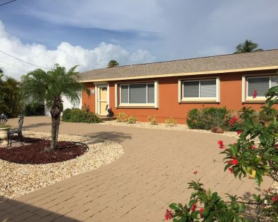 Fisherman's Paradise on the Canal with Covered Boat Lift and Dock/ Gulf Access! - Matlacha Isles