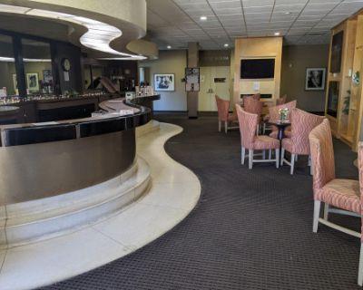 Lounge w/ Multiple Seating Areas in San Mateo, San Mateo, CA