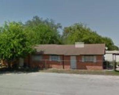 1105 N Main St #A, Pleasanton, TX 78064 1 Bedroom Apartment