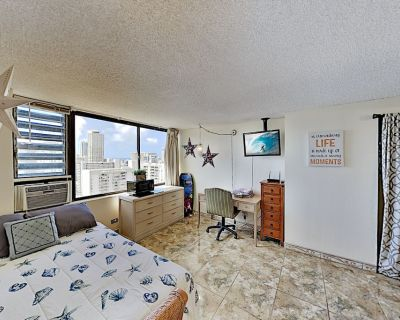 Hawaiian Monarch | Ocean-View Retreat | Pool, Hot Tub, Gym & Grilling Area - Waikiki