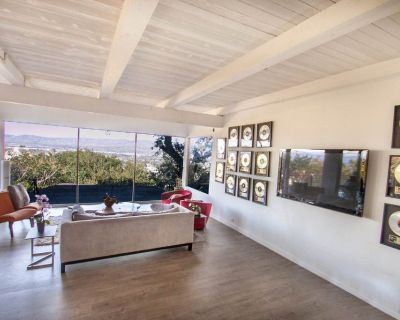 For Lease: 3238 Wrightwood Dr in Studio City for $10,995