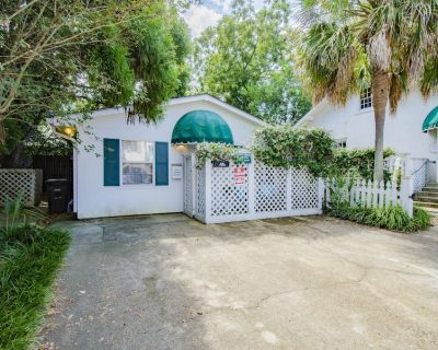 *Cottage in the center of Downtown Fairhope* - Fairhope