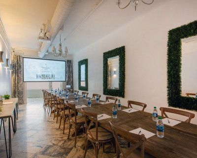 Modern Space with Long Table for Offsites & Meetings, Chic & Stylish Space Perfect for Offsite 1-Day Retreats & Team Building, Burbank, CA