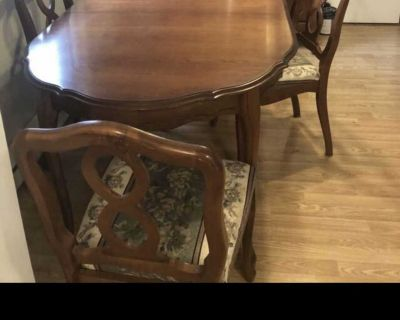 Beautiful solid wood table &5 chairs