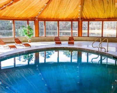Private Indoor Pool - Hot Tub - 2 Fishing Ponds - 33 Acres - Lava