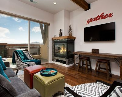 All-Suite Newpark Terrace Retreat w/ Hot Tub & Balcony - Walk to Eateries - South Snyderville Basin