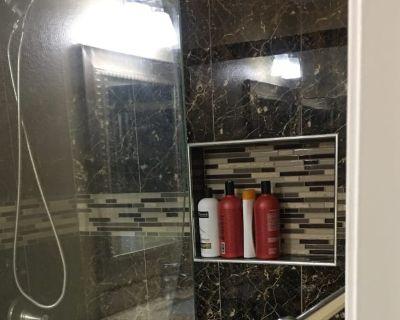 Shared room with shared bathroom - Temecula , CA 92592