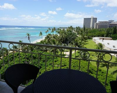 Luxury Studio, Beach front, Newly Renovated, with sweeping Ocean views. - Waikiki