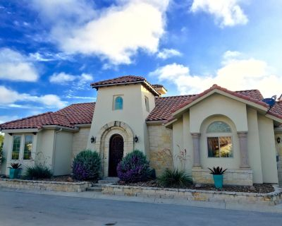 Luxury & Spacious 3 bed / 3 Bath Villa in Gated Community - Large Groups Welcome - Kerrville