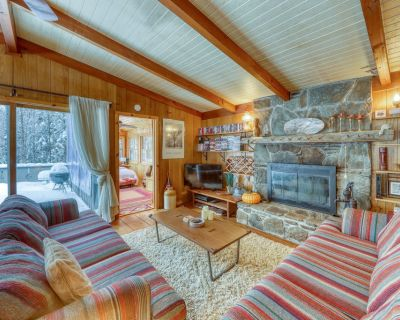 Dog-friendly chalet w/ wood stove, deck, & outdoor firepit - close to Mt. Snow! - West Dover