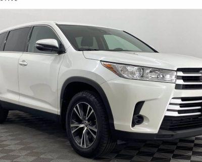 2019 Toyota Highlander LE V6