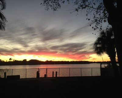 Charming waterfront home with covered patio, dock and large fenced in yard - Shore Acres