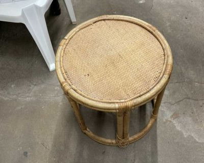 Rattan table / plant stand